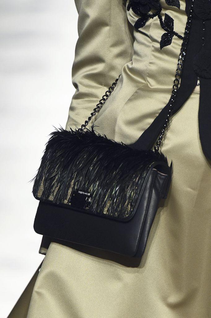 Sac à main de luxe brodé en plumes sur un tissage de fil d'or Julien Fournié Haute Couture