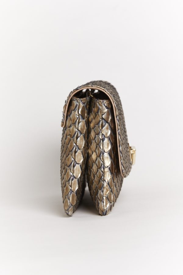 Pochette or en python laqué or