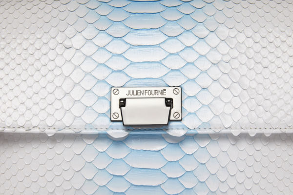 Sac à main bleu ciel et blanc en Python Julien Fournié Haute Couture