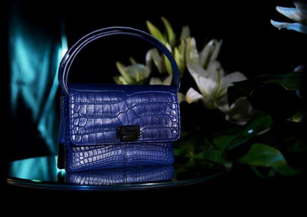 Sac a main en alligator bleu Abyss Julien Fournié Haute Couture compo
