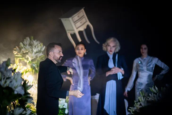 couturier Julien Fournied tournage filmpresenter collection haute couture Paris 7 janvier 2021 1