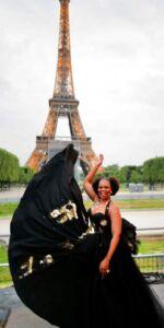 Pretty Yende en Julien Fournié Haute Couture au concert du 14 juillet devant la Tout Eiffel